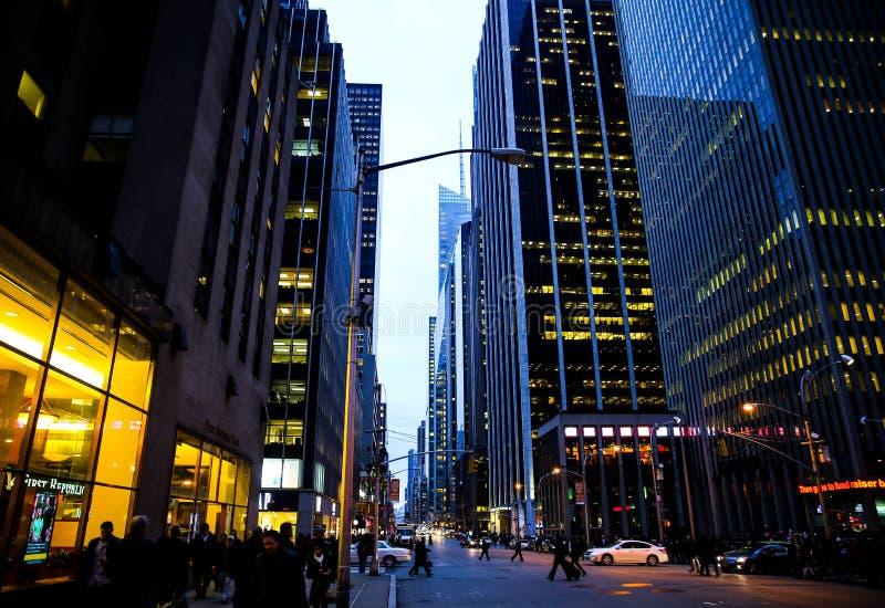 Download NYC ulica obraz editorial. Obraz złożonej z skyscrapers - 57671215