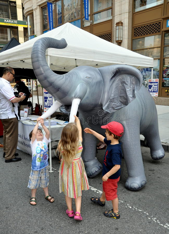 Download NYC: Upper Broadway Street Festival Editorial Stock Image - Image: 25000504