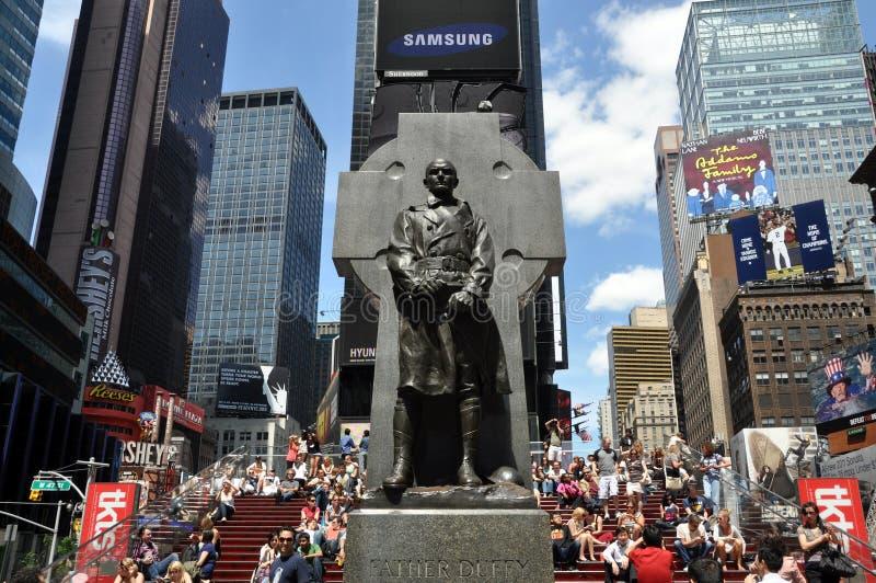 NYC: Vater Duffy Statue im Duffy Quadrat stockfoto