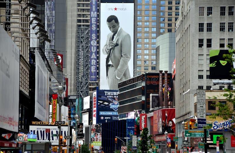 NYC: Visión abajo Broadway al Times Square imagen de archivo libre de regalías