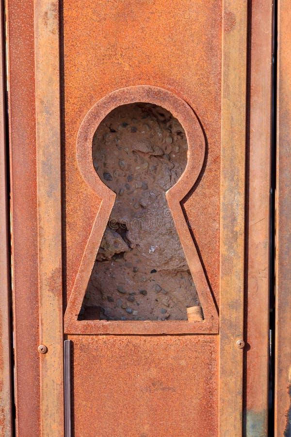 Nyckelhål i rostad metall arkivbilder