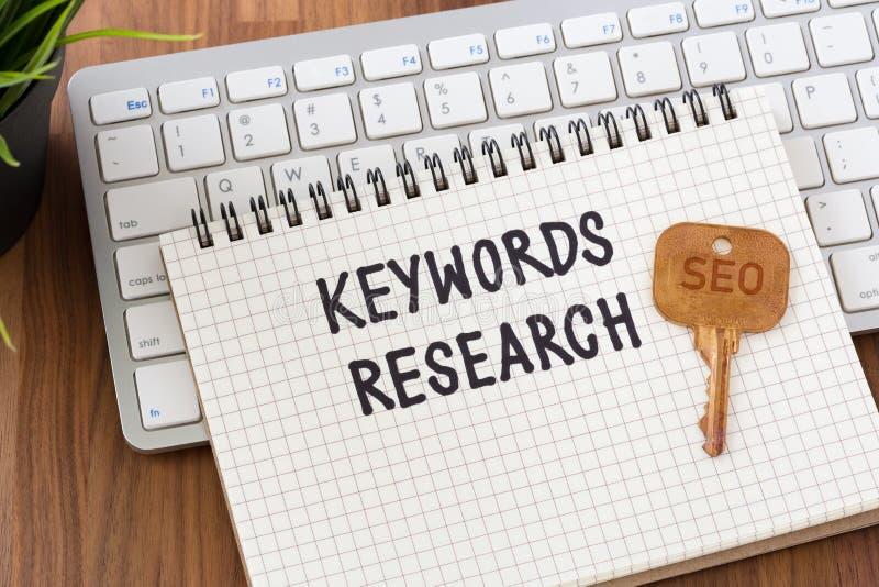 Nyckelordforskning för SEO-begrepp arkivbild