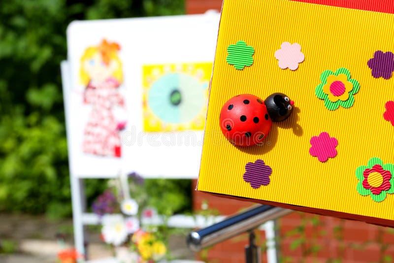 Nyckelpiga på blommor fotografering för bildbyråer