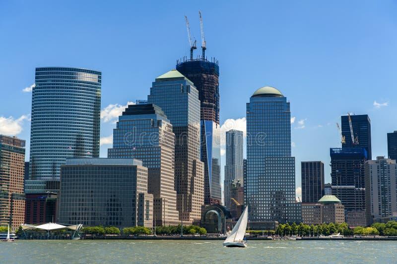 NYCS World Trade Center och Brookfield ställeskyskrapor som ser royaltyfria bilder