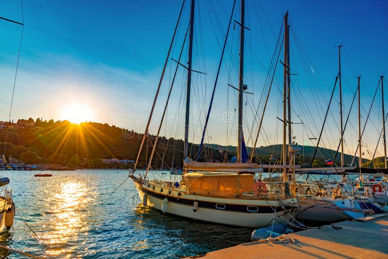 Nydrihaven, traditionele Griekse varende boten in Lefkada stock foto's