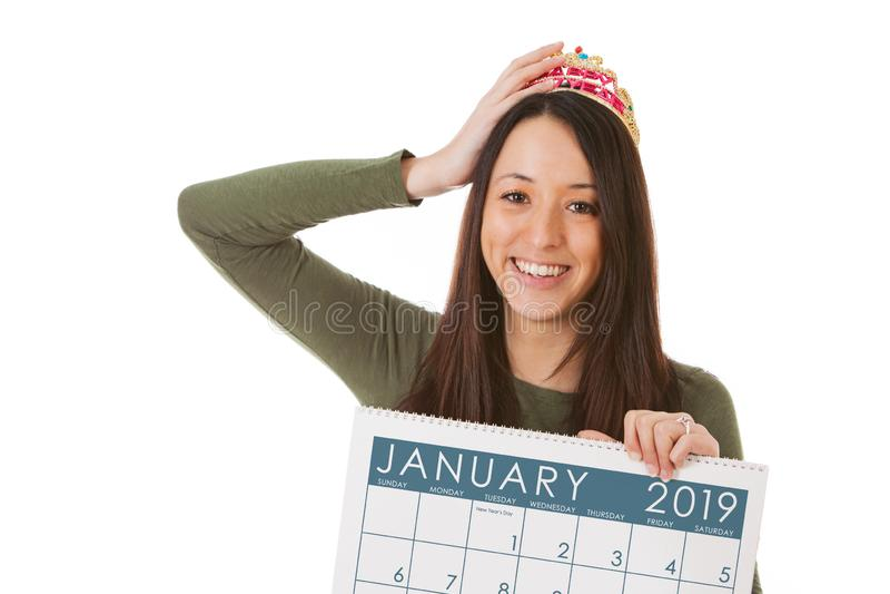 NYE: Kobieta chwyty Dalej tiara I Przygotowywają Świętować 2019 fotografia royalty free