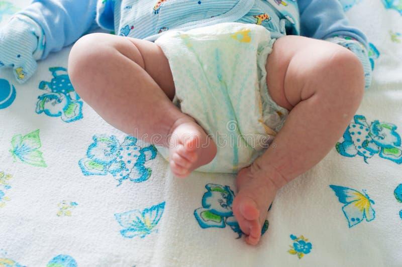 Nyfött behandla som ett barn i blöjor royaltyfri bild