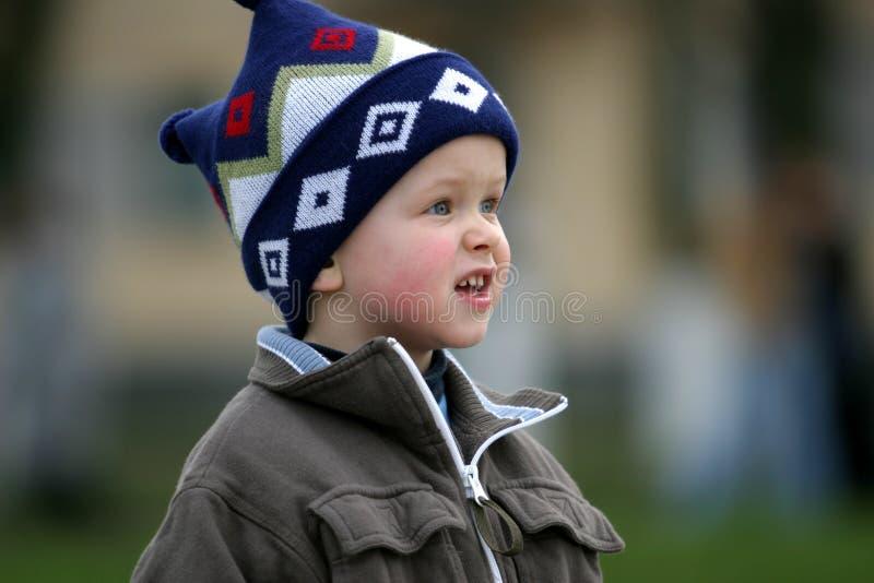 Download Nyfiken pojke fotografering för bildbyråer. Bild av vänta - 25547