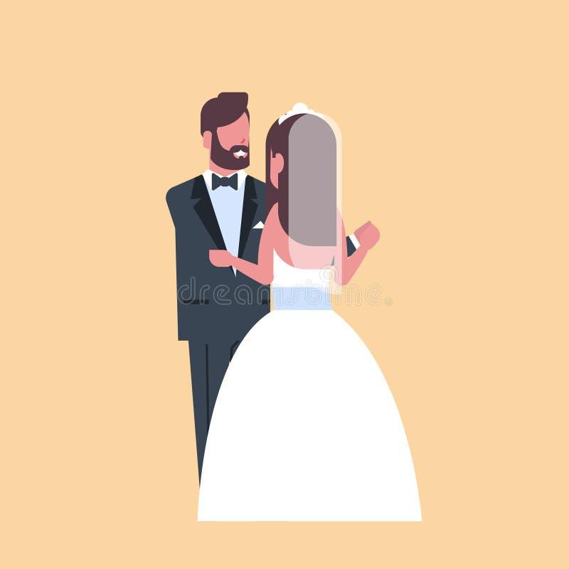 Nygifta personer att gifta sig precis mankvinnan som tillsammans omfamnar för för parbrud och brudgum för dans romantiskt begr royaltyfri illustrationer