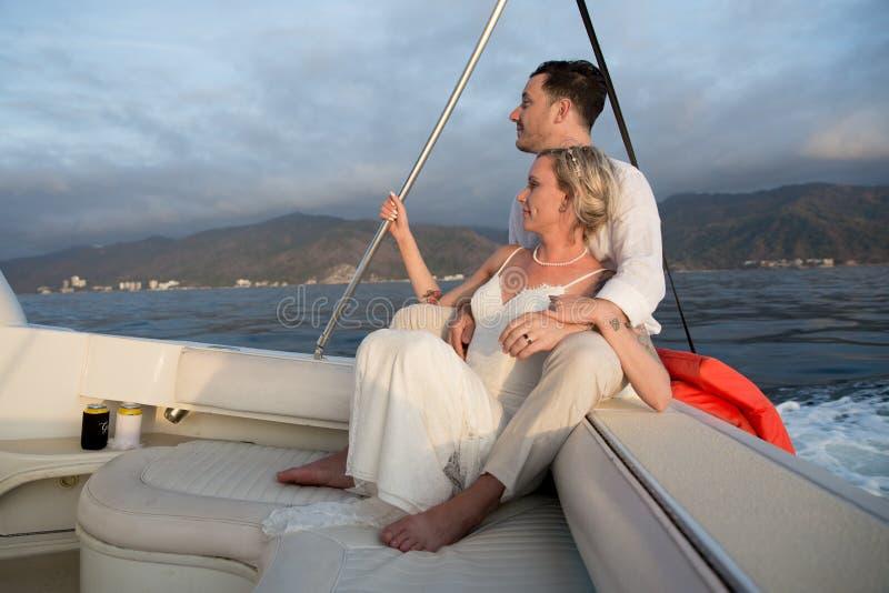 Nygifta personer i Puerto Vallarta, Mexico royaltyfri fotografi