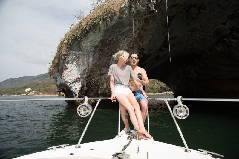 Nygifta personer i Puerto Vallarta, Mexico arkivfoton