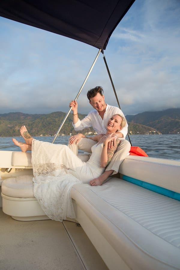 Nygifta personer i Puerto Vallarta, Mexico royaltyfria foton