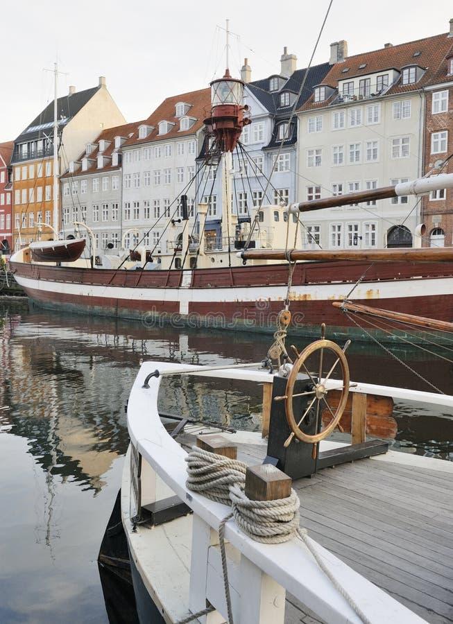 Nyhaven in Kopenhagen, Dänemark stockfotografie