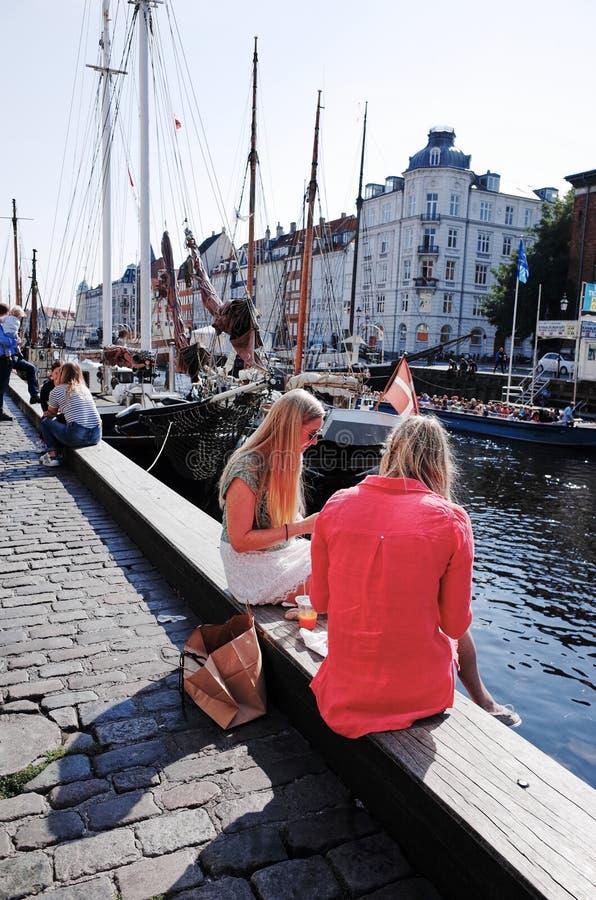 Nyhavn È un lungomare, un canale e un distretto del XVII secolo di spettacolo a Copenhaghen, Danimarca immagine stock