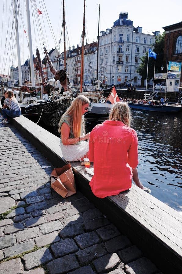 Nyhavn È un lungomare, un canale e un distretto del XVII secolo di spettacolo a Copenhaghen, Danimarca fotografie stock libere da diritti