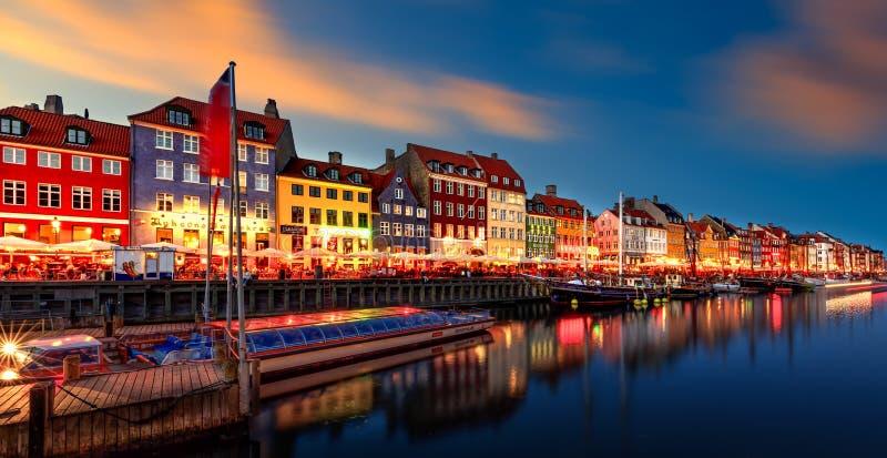 Nyhavn, заход солнца Копенгагена стоковое изображение
