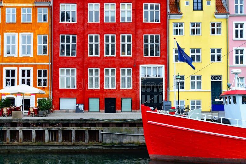 Nyhavn barwił budynki, Kopenhaga fotografia stock