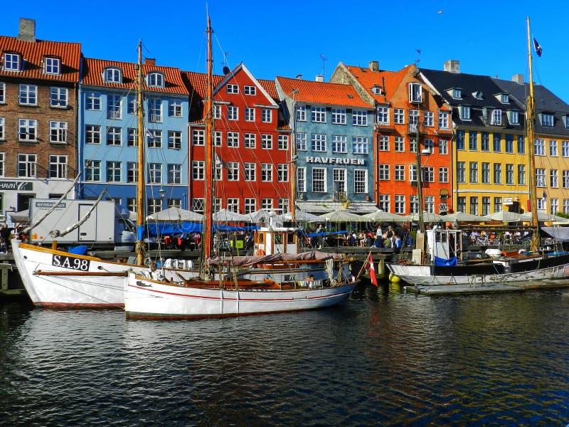 Nyhavn in de zon royalty-vrije stock afbeeldingen