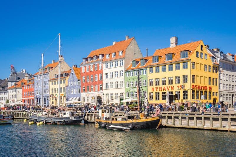 Nyhavn il distretto di lungomare, del canale e di spettacolo a Copenhaghen, Danimarca immagini stock libere da diritti