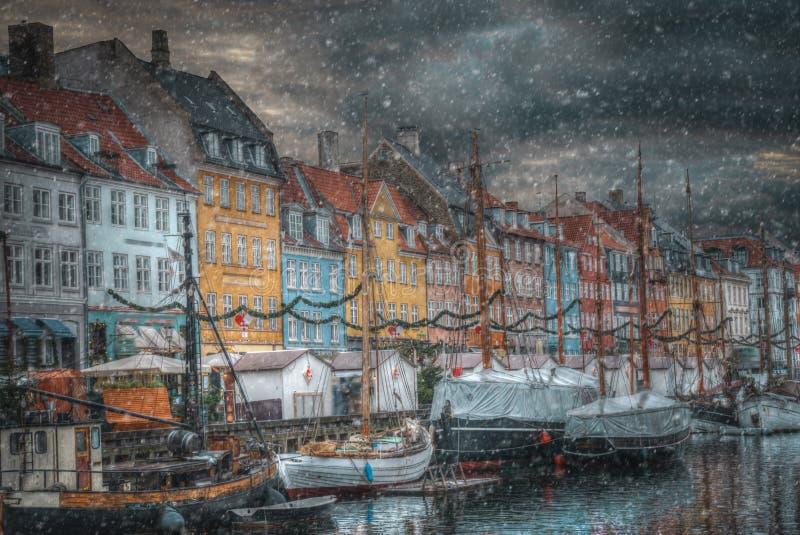 Nyhavn ist der alte Hafen von Kopenhagen lizenzfreie stockbilder