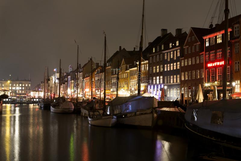 Nyhavn in Kopenhagen, D?nemark stockfotografie