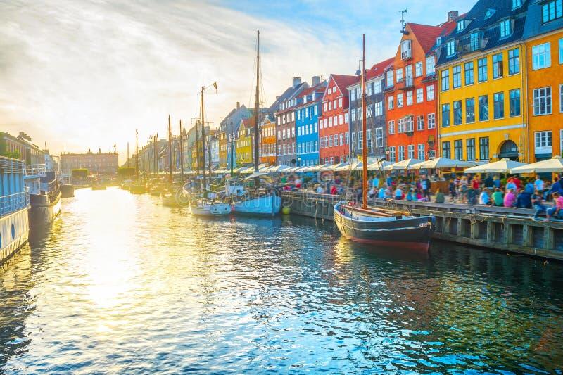 Nyhavn sikt på solnedgångKöpenhamnen royaltyfri bild