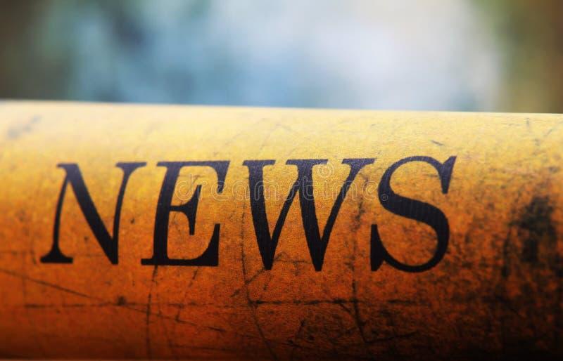 Nyheternatext på grungepapper royaltyfri bild