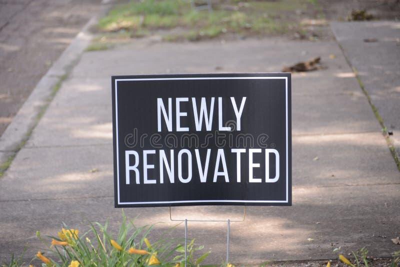 Nyligen renoverad lägenhetskomplex royaltyfri foto