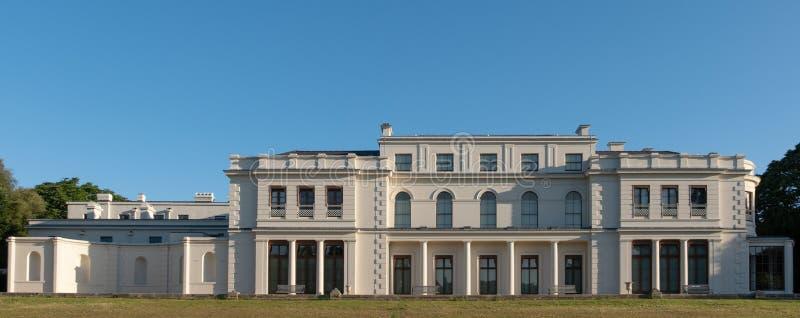 Nyligen renoverade Gunnersbury parkerar och museet på det Gunnersbury godset som ägas en gång av den Rothschild familjen, London  royaltyfri fotografi