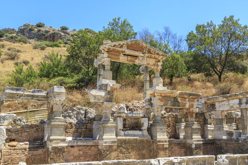 Nymphaeumen Traiani i den forntida staden Ephesus, Izmir, Turkiet royaltyfri fotografi