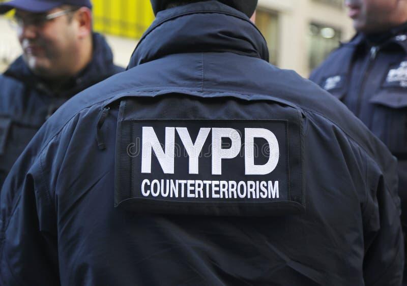 NYPD在曼哈顿抵抗提供安全的恐怖主义官员在时代广场在超级杯XLVIII星期期间 库存照片