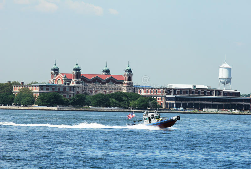 Download NYPD Boat Patrolling New York Harbor In The Front Of Ellis Island Editorial Image - Image: 32803195