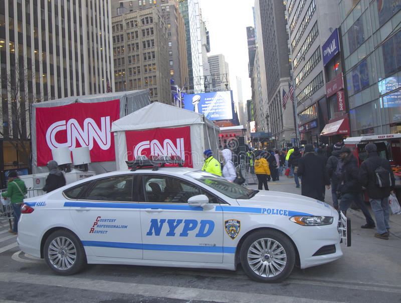 NYPD die veiligheid op Broadway verstrekken tijdens de week van Super Bowl XLVIII in Manhattan stock fotografie