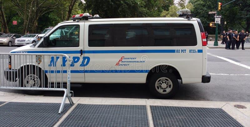 NYPD-Voertuig en Politiemannen, NYC, NY, de V.S. royalty-vrije stock afbeelding