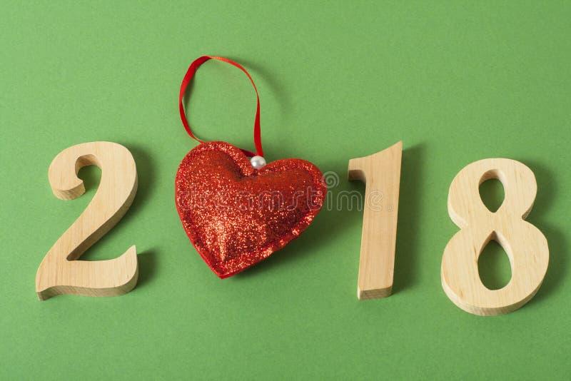 nytt år för begrepp Nummer 2018 på grön bakgrund arkivfoton
