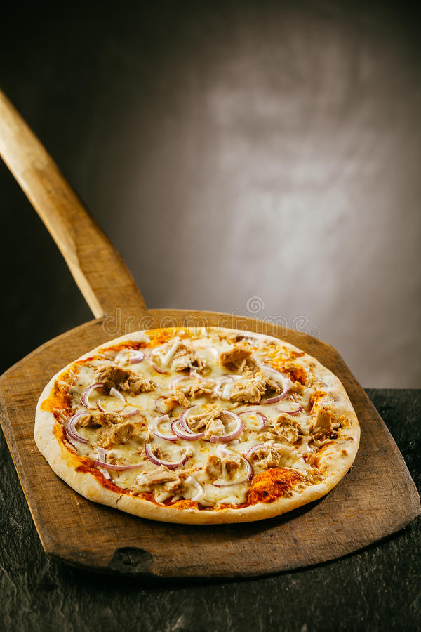 Nytt bakad kokhet italiensk pizza arkivbilder