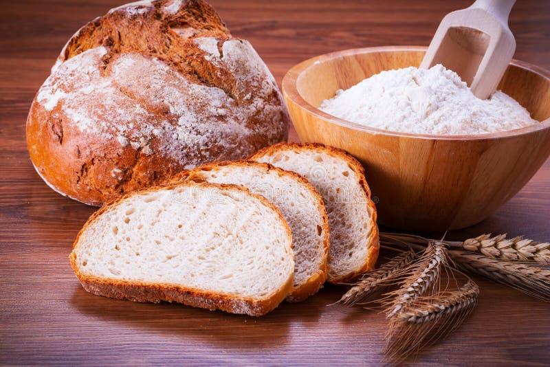 Nytt bakat bröd royaltyfria bilder