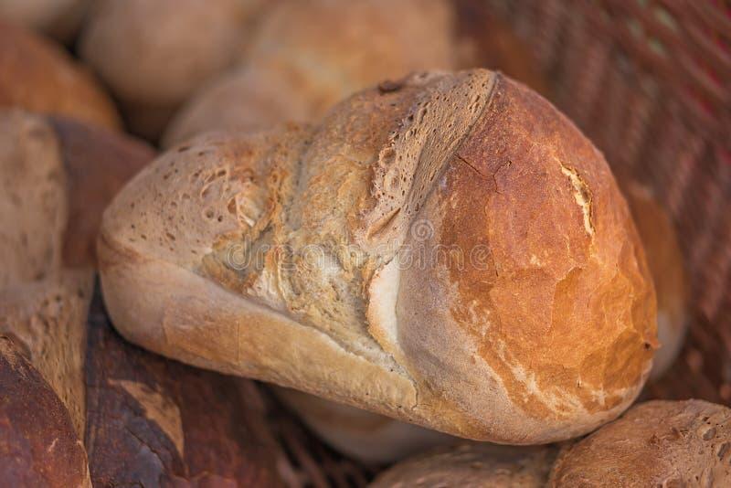 Nytt bakat hemlagat bröd släntrar arkivbilder