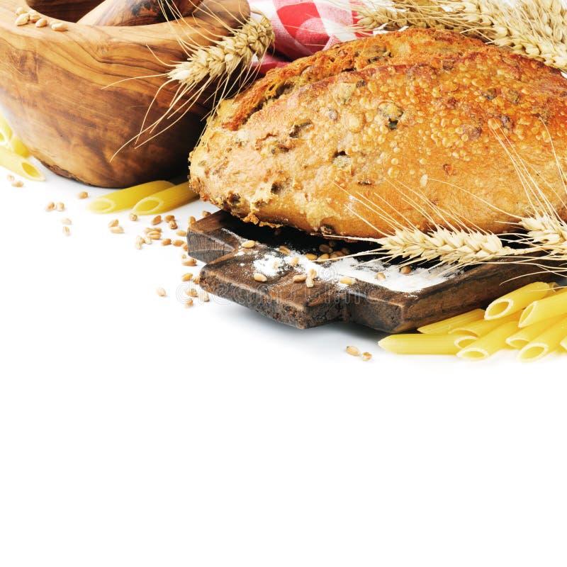 Nytt bakat traditionellt bröd arkivfoton