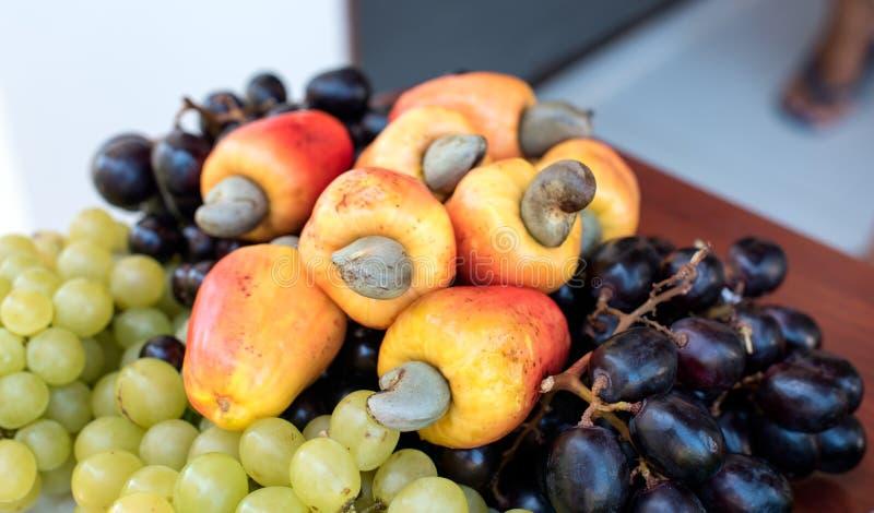 Nytt brasilianskt magasin för tropisk frukt royaltyfria bilder