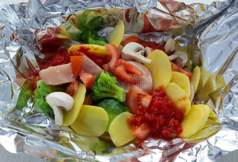 Nytt fegt bröst för grönsaker i folie arkivfoto