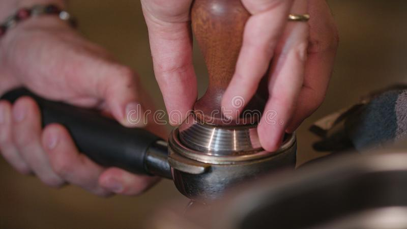 Nytt grillade malde kaffebönor arkivbilder