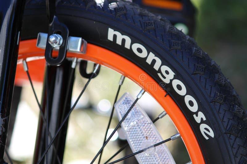 Nytt gummihjul för Childs mungorcykel arkivfoto