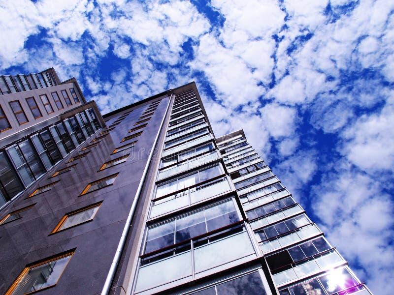 Nytt höghus med andelslägenheter arkivfoto