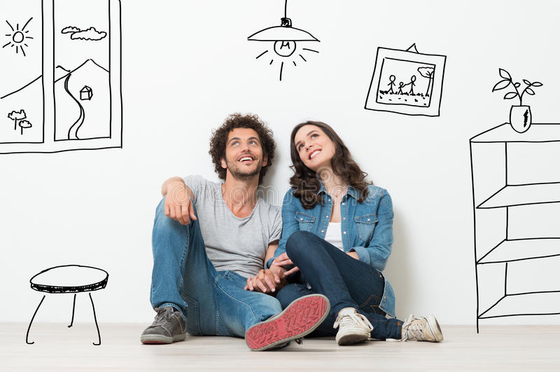 Nytt hem för lycklig pardröm royaltyfria bilder
