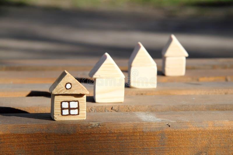 Nytt hus som är klart att flytta sig in royaltyfri fotografi