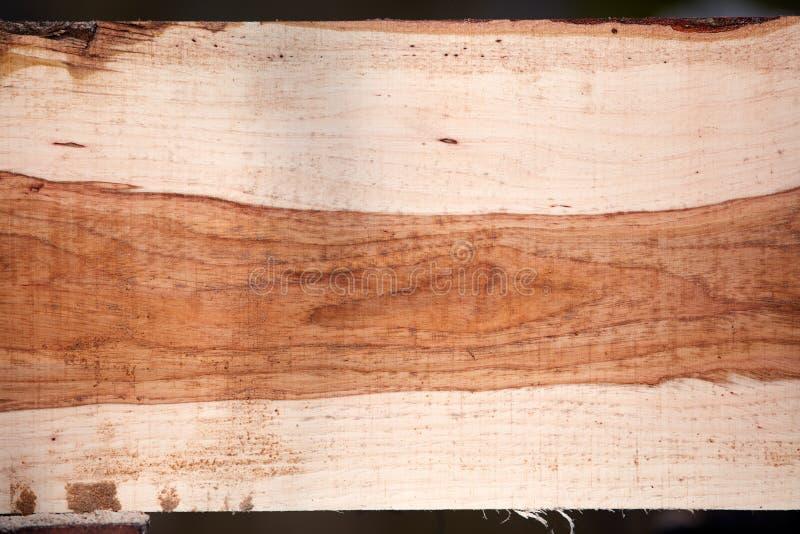 Nytt mald och sågad träplanka arkivbild
