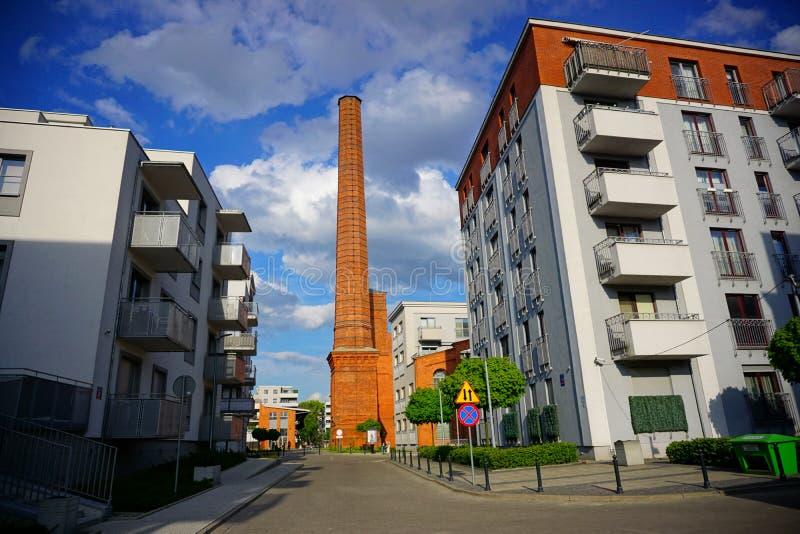 Nytt modernt bostadsområde i Lodz - typisk hus royaltyfri fotografi