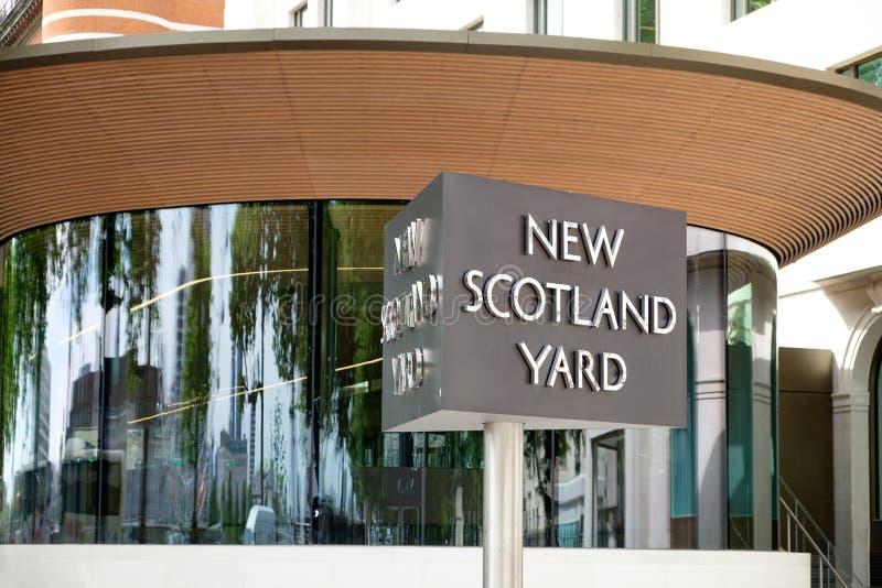 Nytt Scotland Yard tecken arkivfoto