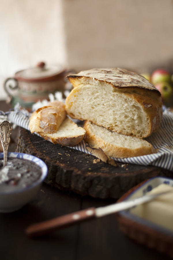 Nytt släntra av No-Knådar bröd royaltyfria bilder